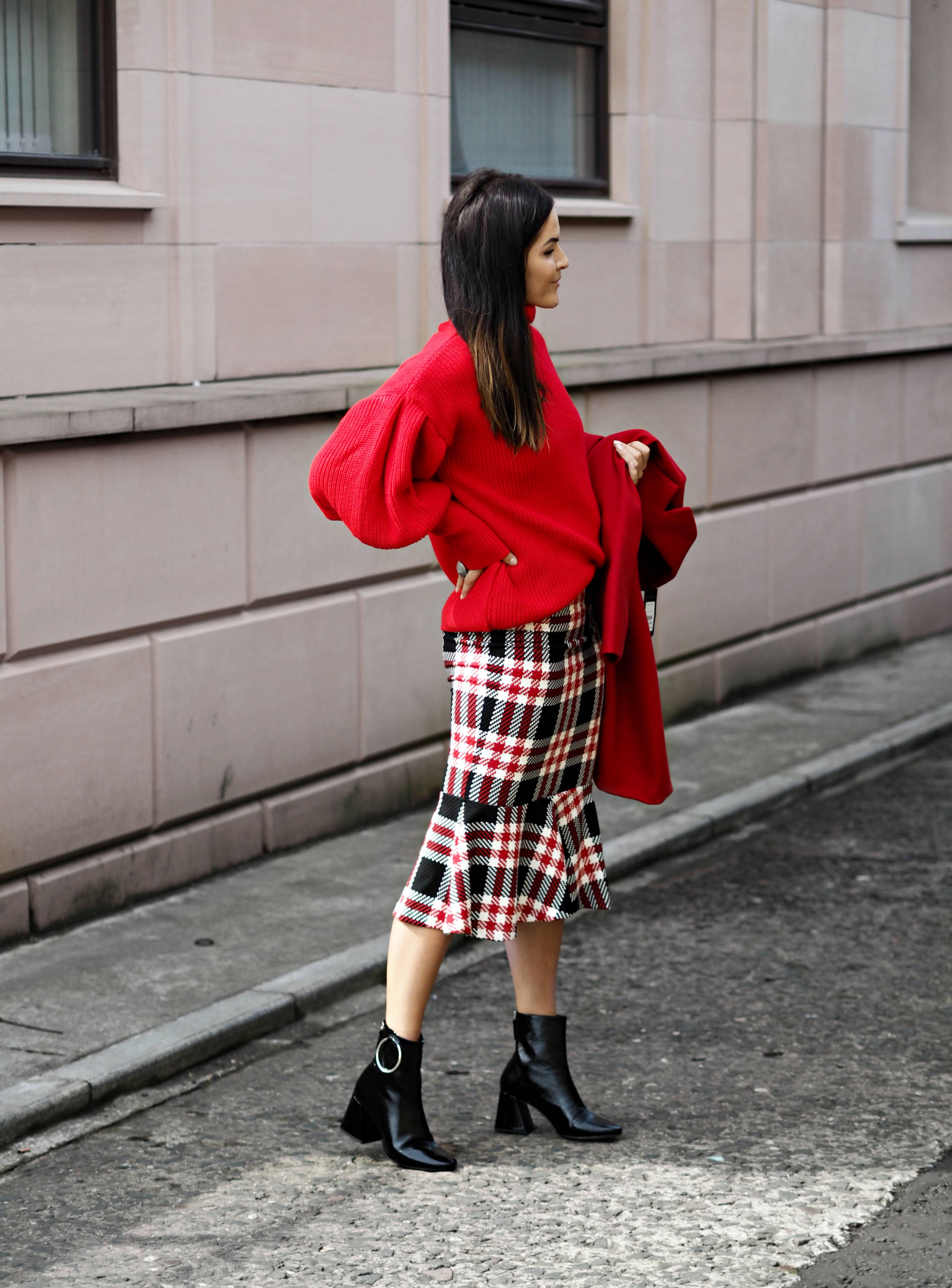 RED-TO-TOE-2017-AUTUMN-WINTER-TRENDS-STYLED-BY-LAFOTKA-FOR-INTU