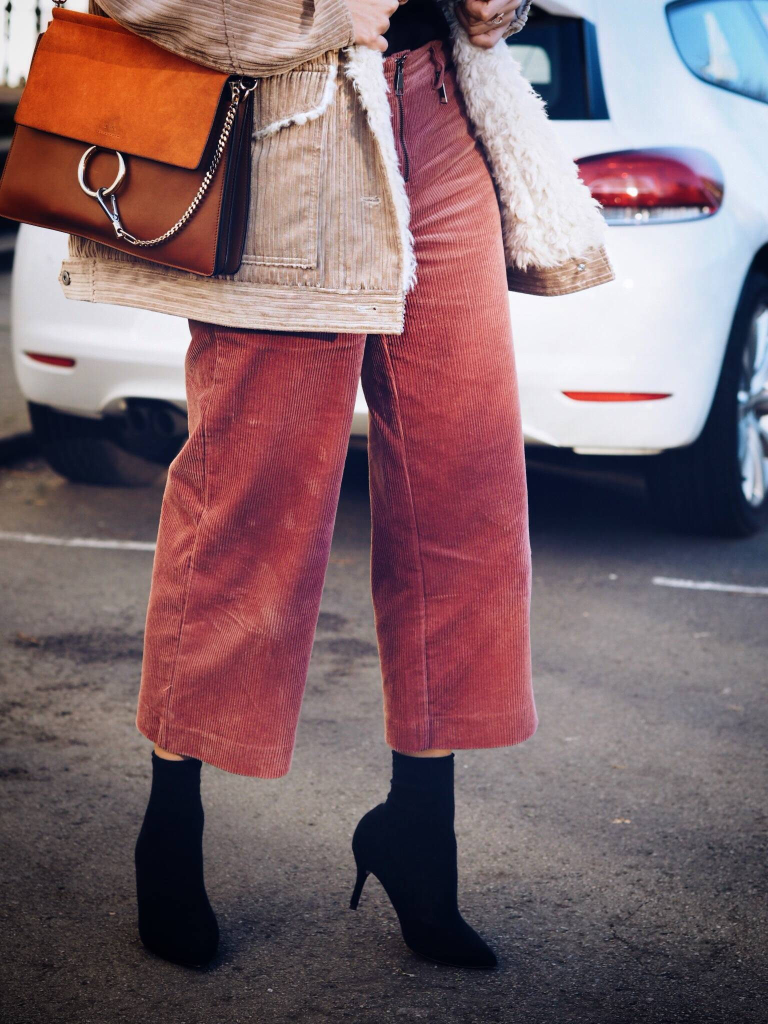 CORDUROY-TREND-AND-HOW-TO-WEAR-IT-STREET-STYLE-LAFOTKA-BLOGGER