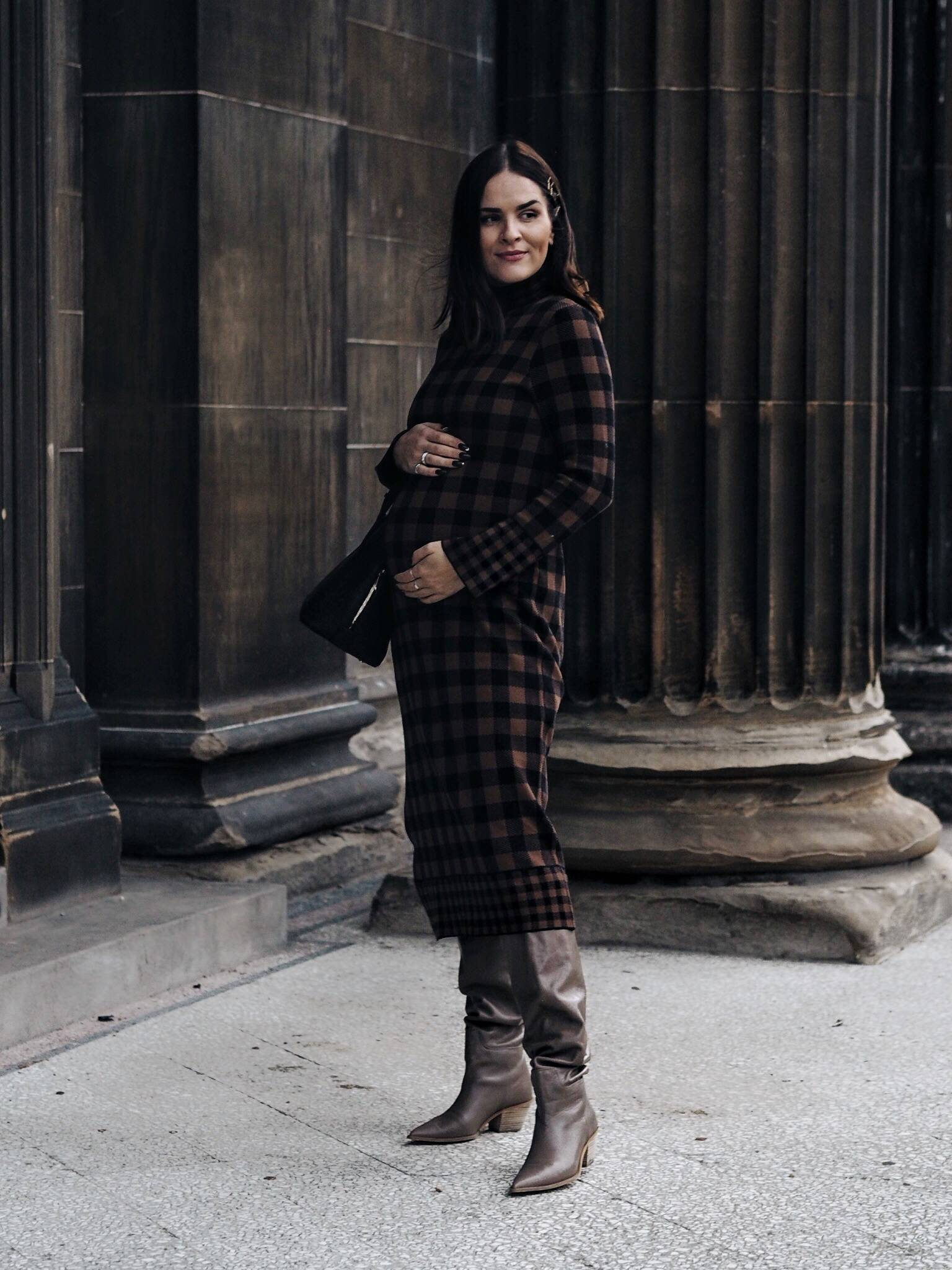 LAFOTKA-styles-Zara-maternity-check-dress-pregnancy-chic-style