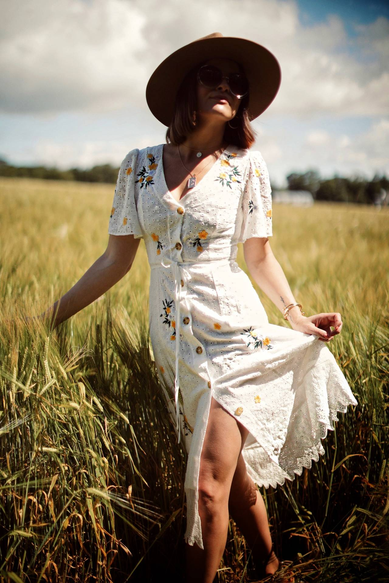 LAFOTKA FRENCH CONNECTION EMBROIDERED SUMMER WHITE DRESS STYLING IN A FIELD-14
